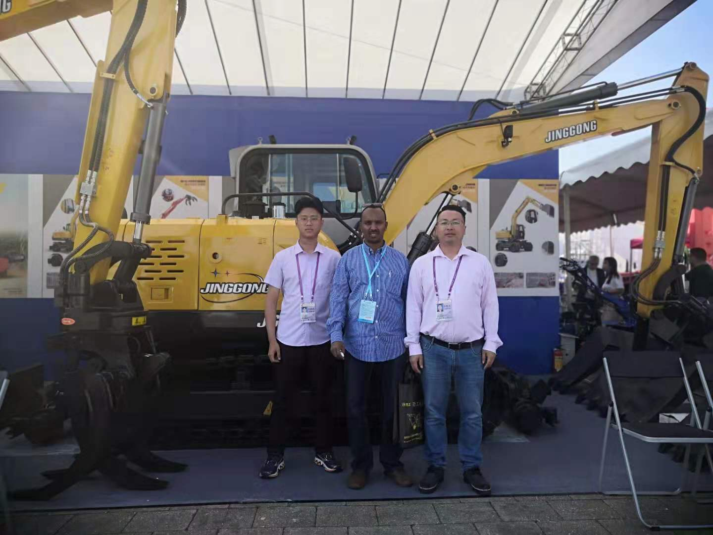 Jing Gong 80L crawler excavator with sleeper changer attends the126th Canton Fair