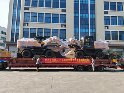 The first batch of 13-ton excavators delivered by Pakistan agents was successfully delivered!